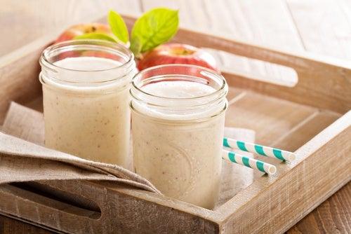 Batidos antioxidantes de frutas frescas, vegetales y frutos secos