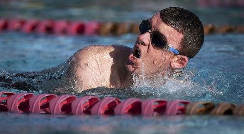 Cómo llevar una respiración correcta al nadar