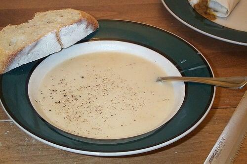 Receta para la gripe: sopa de cebolla y ajo