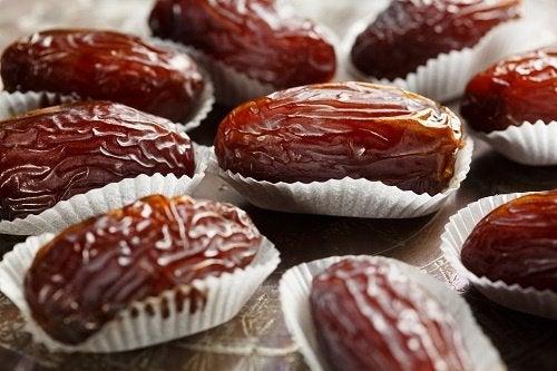 Los dátiles, grandes beneficios en pequeños frutos