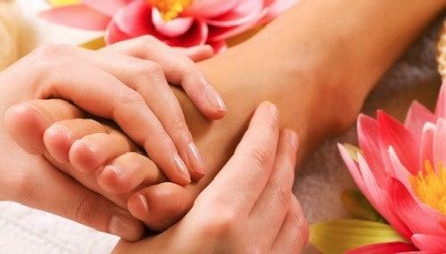 ¿Cómo dar un buen masaje relajante en los pies?