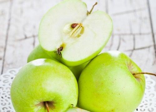 Beneficios de la manzana verde en ayunas