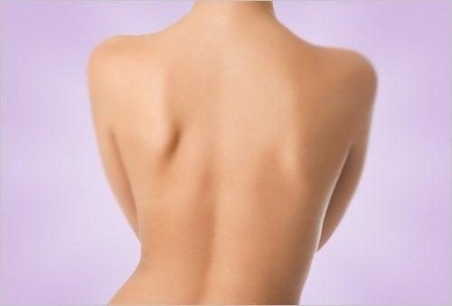 Tips para lucir una hermosa espalda sin acné