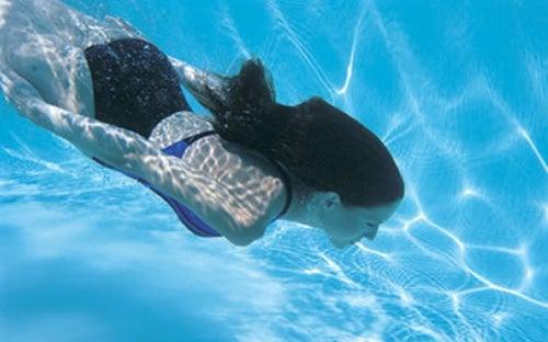 10 beneficios de nadar para la salud