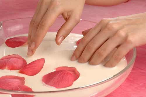 Cuidados de manos y pies: exfoliación e hidratación