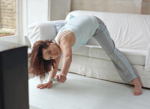 7 ejercicios que puedes hacer en casa para sacar cola