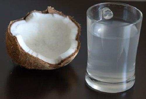 Beneficios de consumir agua de coco