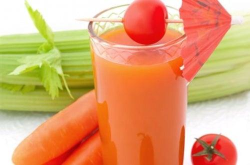 Jugo de apio, zanahoria y linaza para fortalecer el colon