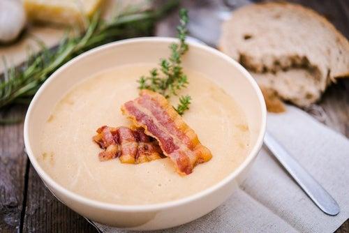 Sopa de jamón y patata