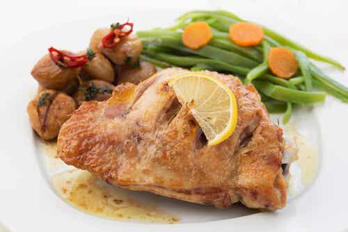 Pollo al limón con judías verdes y patatas