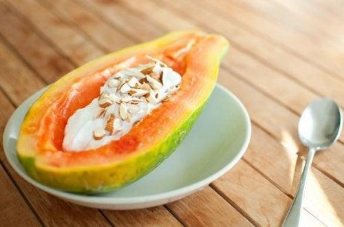El postre más saludable para tu cuerpo: yogur con papaya