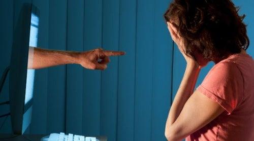 Cyberbullying: 8 consejos que ayudarán a que tus hijos no lo padezcan