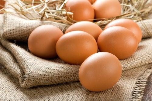¿Cómo puedes saber si un huevo está fresco y es seguro para su consumo?