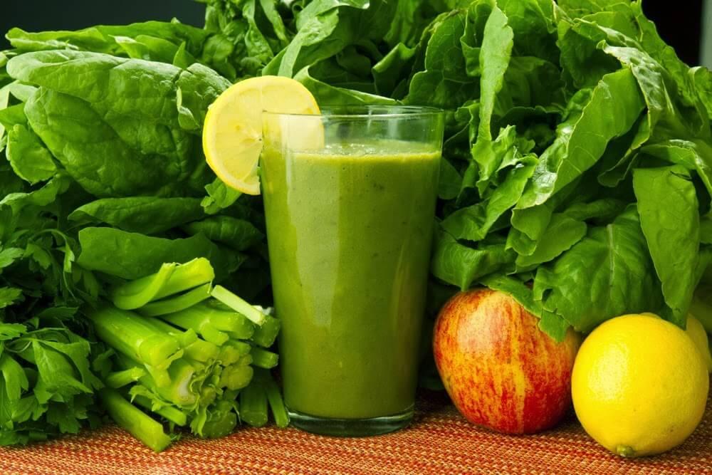 Espinacas, zanahoria y limón: bebida medicinal para eliminar toxinas
