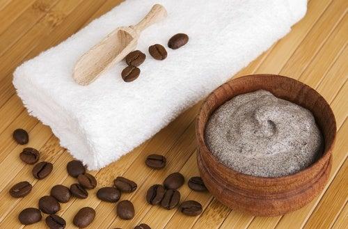 Elabora un exfoliante anticelulitis con los posos del café