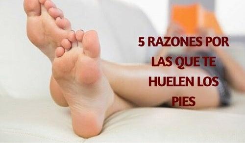 5 razones por las que te huelen los pies