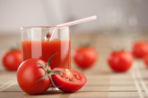 Beneficios del zumo o jugo de tomate