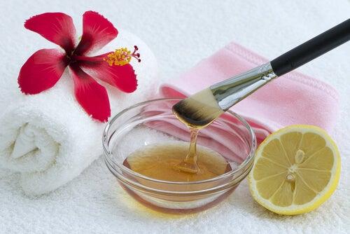 7 ingredientes que puedes incluir en tus mascarillas para combatir el acné