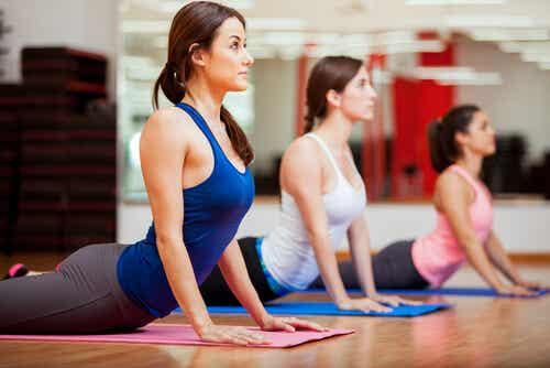 Posturas de yoga: la cobra y sus beneficios