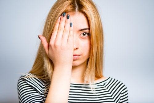 10 soluciones caseras para bolsas de ojos y ojeras