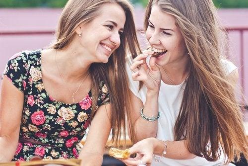 8 tips para crear relaciones de amistad fuertes