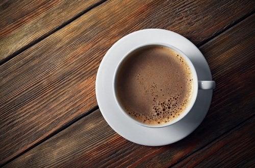 Los 6 peores ingredientes que puedes añadir a tu café