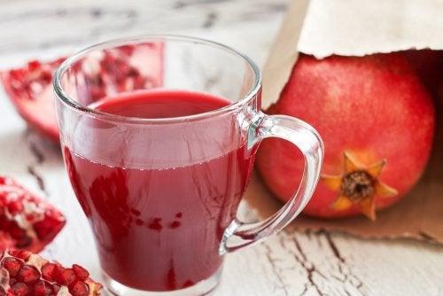 7 increíbles beneficios del jugo de granada
