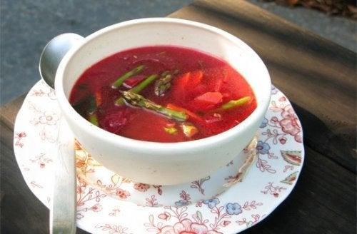 3 sopas depurativas para curar tu cuerpo de los efectos de los alimentos procesados