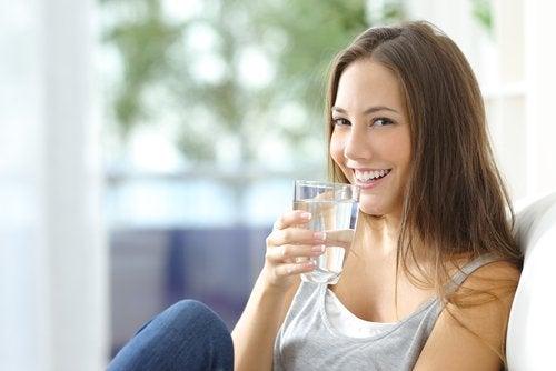 7 beneficios sorprendentes de beber 2 litros de agua al día