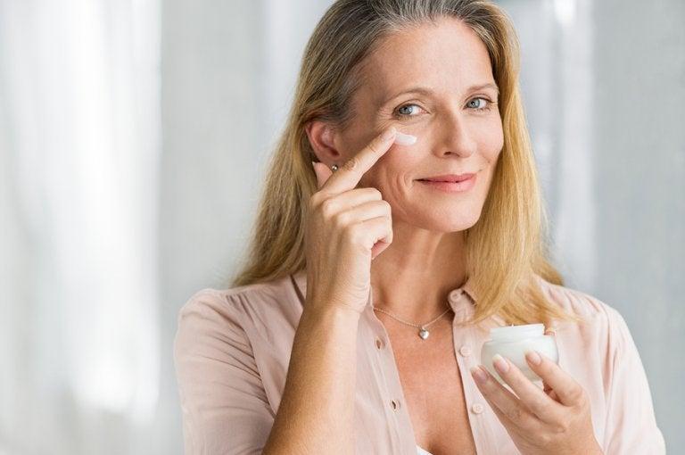 ¿Cómo disminuir las arrugas en la piel?