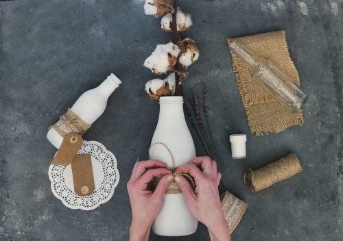 Desafía tu creatividad con estas 7 originales ideas para decorar botellas