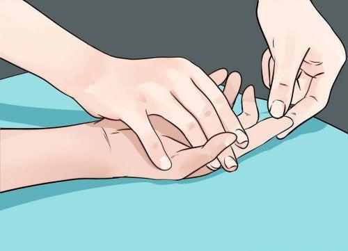 8 problemas de salud que nos señalan nuestras manos