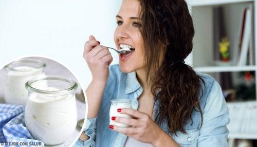 Yogur griego: beneficios y diferencias con el normal