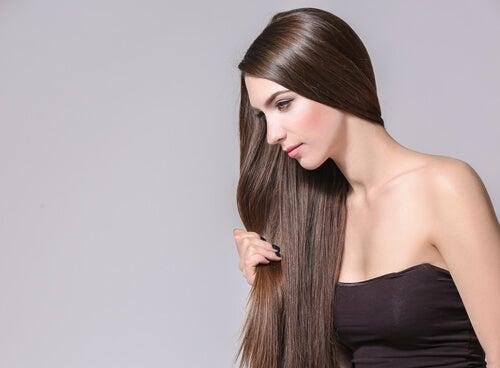 4 hierbas y especias que fomentan el crecimiento del cabello