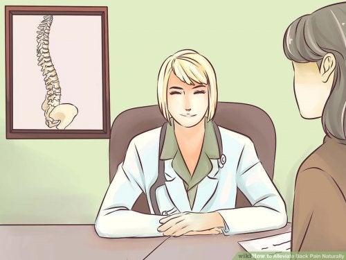 6 razones por las que puede doler la espalda