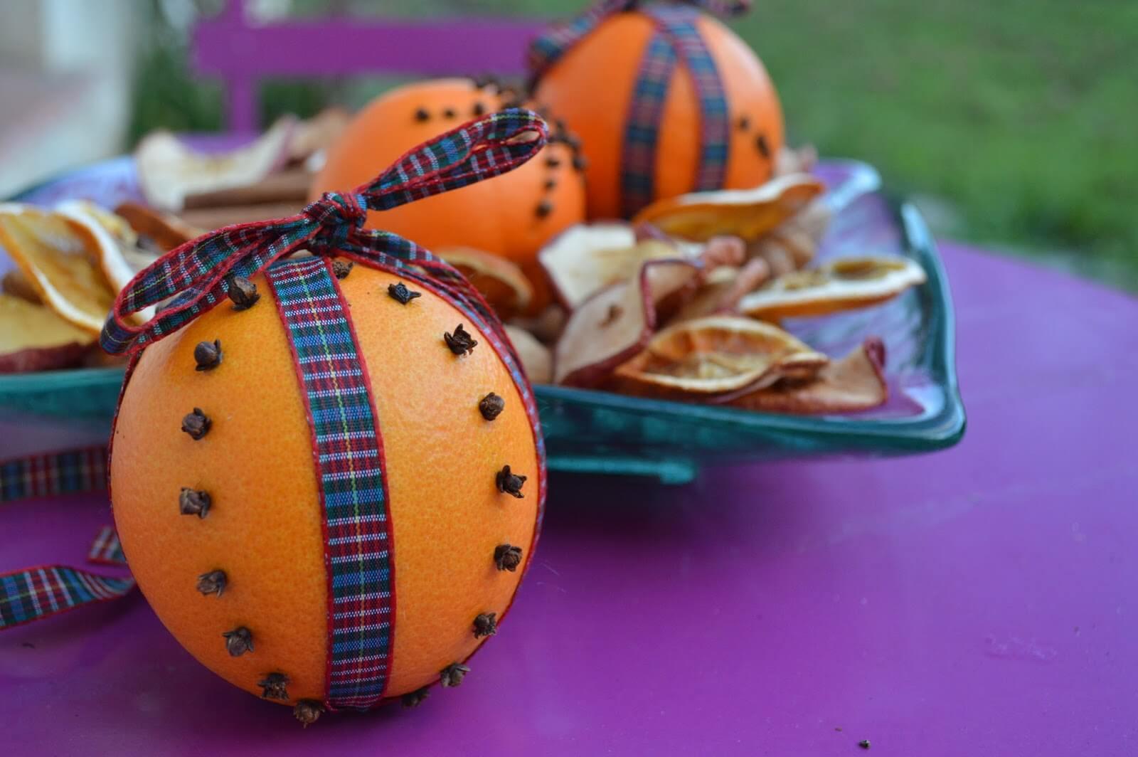 Ambientador de clavos y naranja