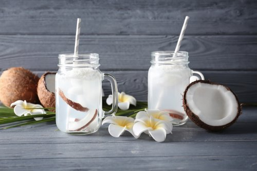 Propiedades del agua de coco para la salud