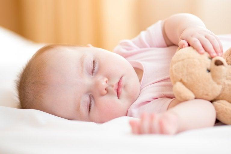 ¿Cómo acostar al bebé recién nacido?