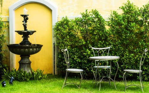 Fuentes de agua: 6 ideas para decorar tu jardín