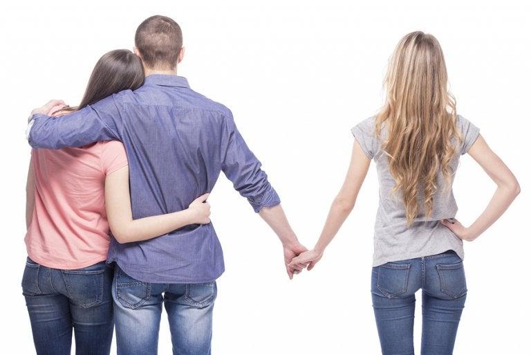 Qué hacer si te gusta alguien que ya tiene pareja