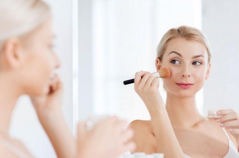 ¿Cómo preparar polvos faciales en casa?