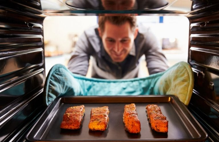 Salmon al horno con fruta laminada