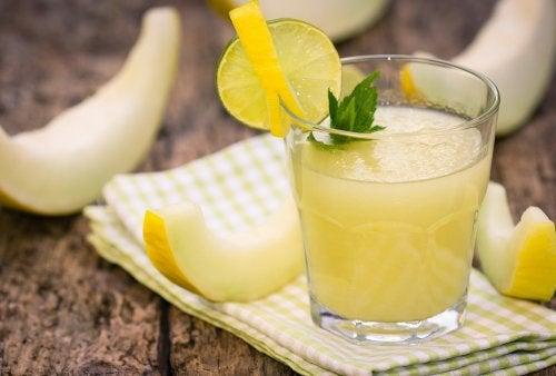 Cómo preparar un delicioso cóctel de melón