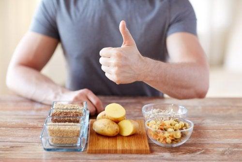 Cuál es la función de los carbohidratos en la dieta