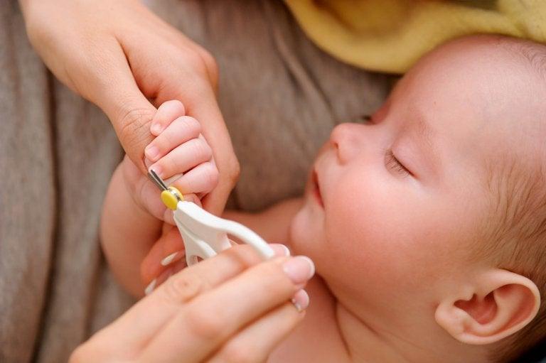 6 trucos para cortarle las uñas al bebé