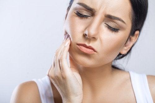 Los mejores 6 remedios para calmar el dolor de muelas