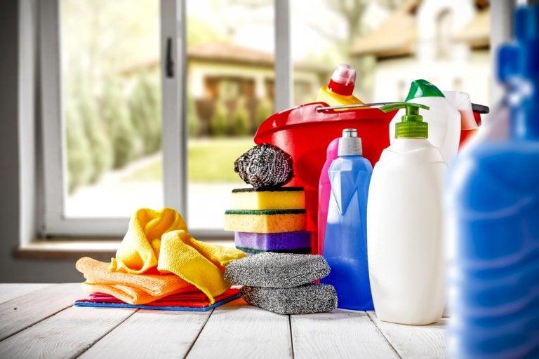 4 utensilios de limpieza pequeños para lugares difíciles