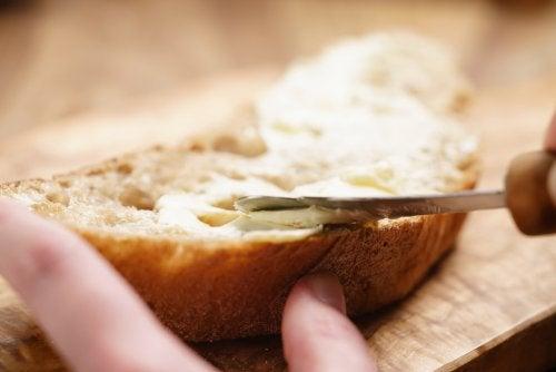 3 mantequillas caseras que puedes disfrutar en tus comidas
