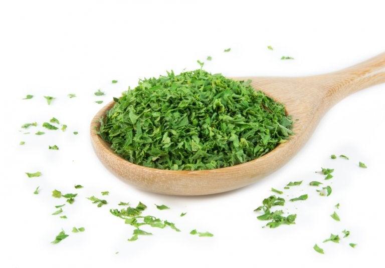 Prepara esta planta en infusión y limpia tus riñones