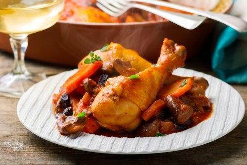 Delicioso pollo guisado al estilo de la abuela